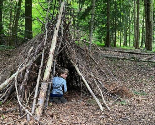 Tipi im Walderlebnispfad Bannwald bei Ottobeuren im Unterallgäu