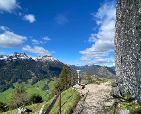 Ausblick von der Burgruine Falkenstein bei Pfronten im Ostallgäu