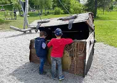 Spielplatz Allgäu · Einer der schönsten Spielplätze im Allgäu ist der Piratenspielplatz in Bühl am großen Alpsee